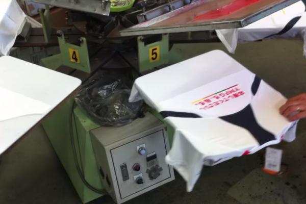 シルク印刷でTシャツを印刷